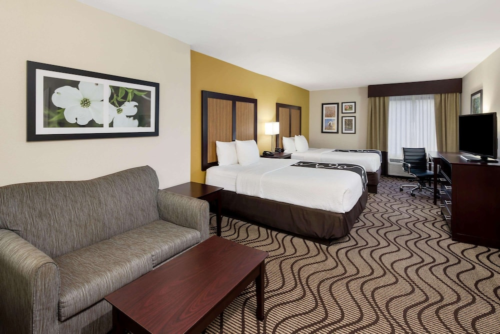 Featured Image, La Quinta Inn & Suites by Wyndham LaGrange / I-85