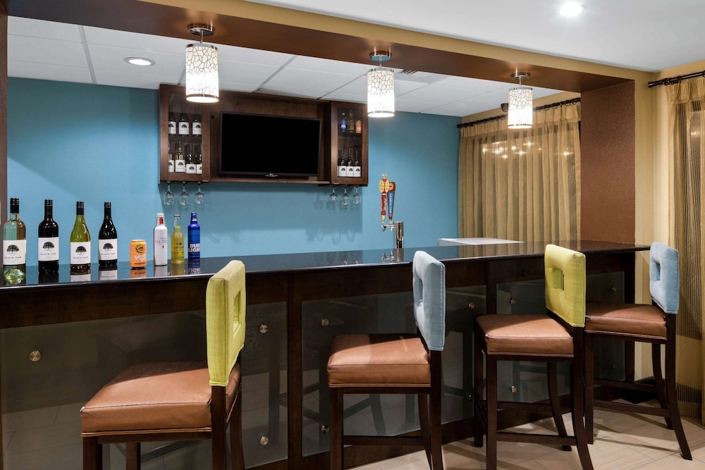 Bar, La Quinta Inn & Suites by Wyndham LaGrange / I-85