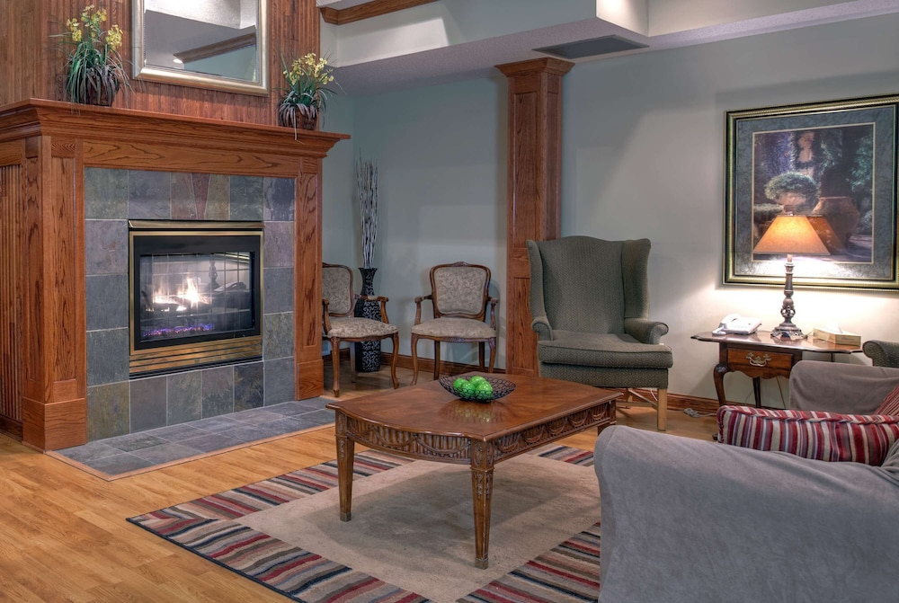 Lobby, Country Inn & Suites by Radisson, Forest Lake, MN