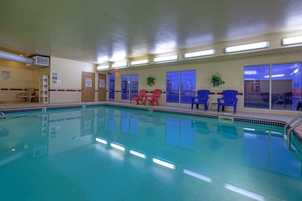 Indoor Pool, Country Inn & Suites by Radisson, Forest Lake, MN