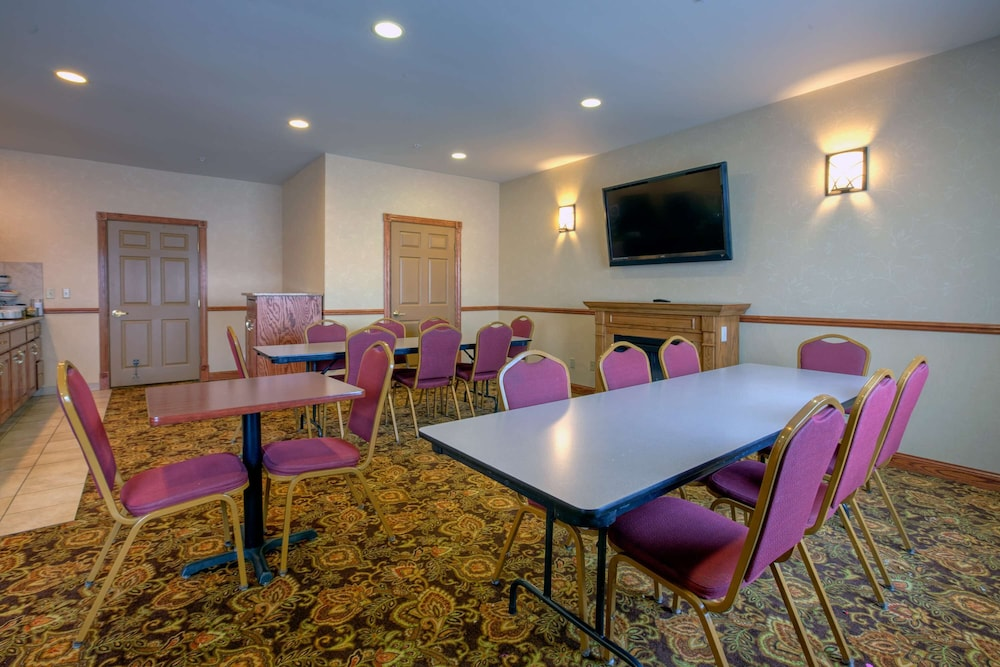 Meeting Facility, Country Inn & Suites by Radisson, Forest Lake, MN