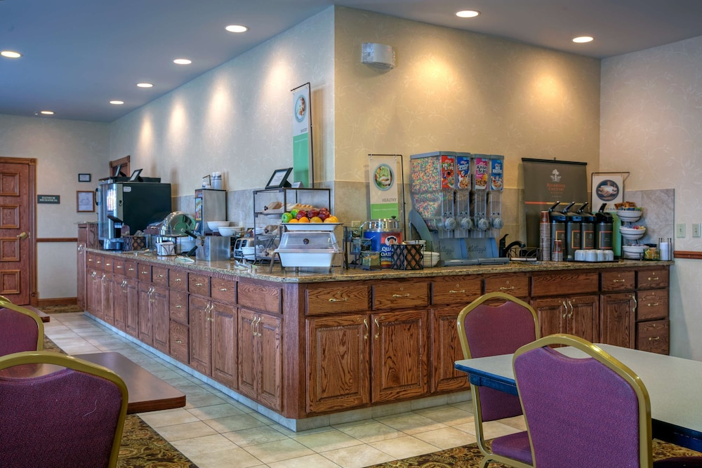 Breakfast Area, Country Inn & Suites by Radisson, Forest Lake, MN