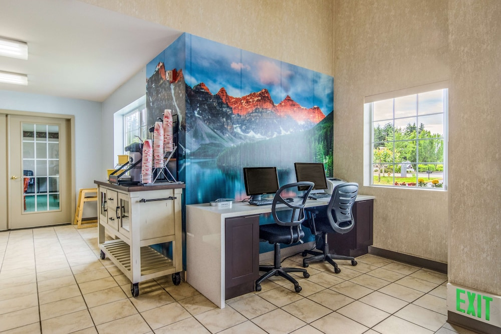Business Center, Red Lion Inn & Suites Port Orchard