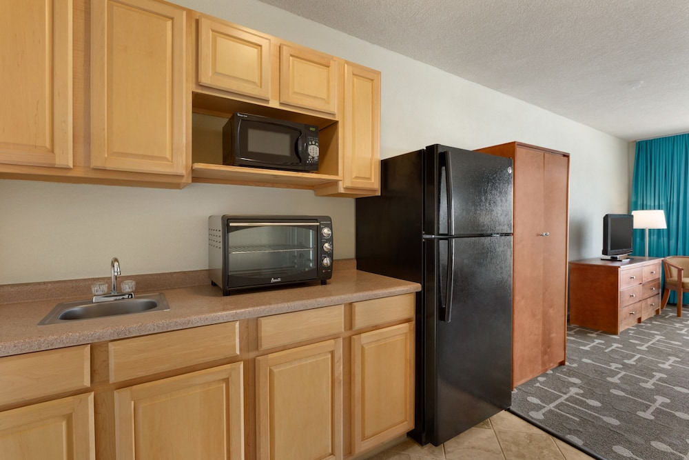 Private Kitchen, Howard Johnson by Wyndham Ocean City Oceanfront