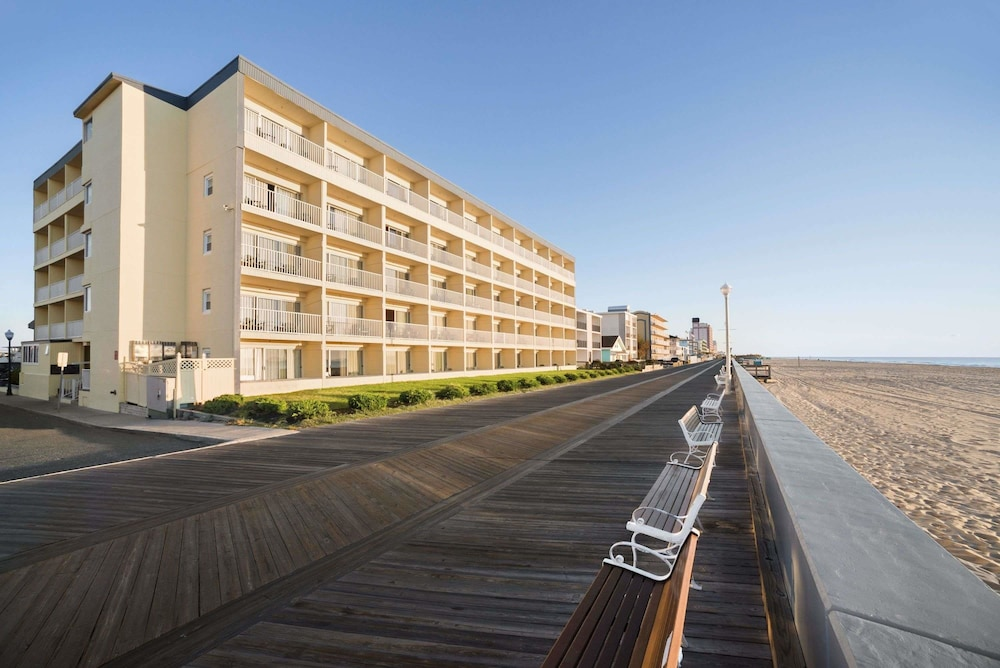 Beach, Howard Johnson by Wyndham Ocean City Oceanfront