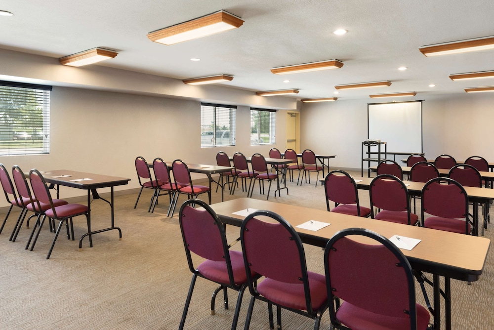 Meeting Facility, Country Inn & Suites by Radisson, Cedar Rapids Airport, IA