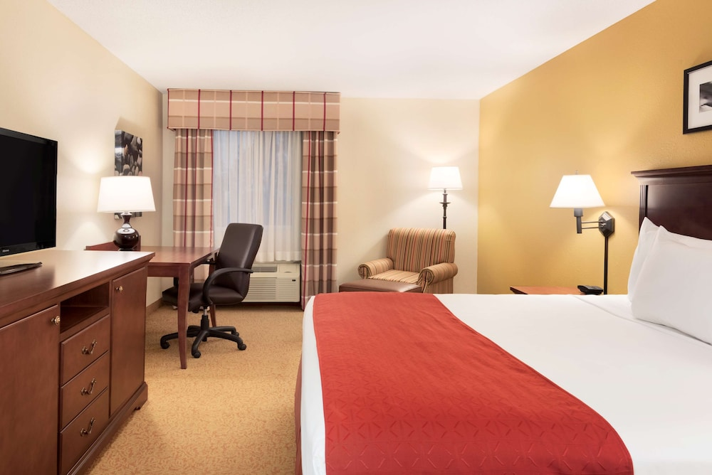 Room, Country Inn & Suites by Radisson, Cedar Rapids Airport, IA