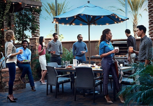 Outdoor Dining, Residence Inn by Marriott Richmond Northwest