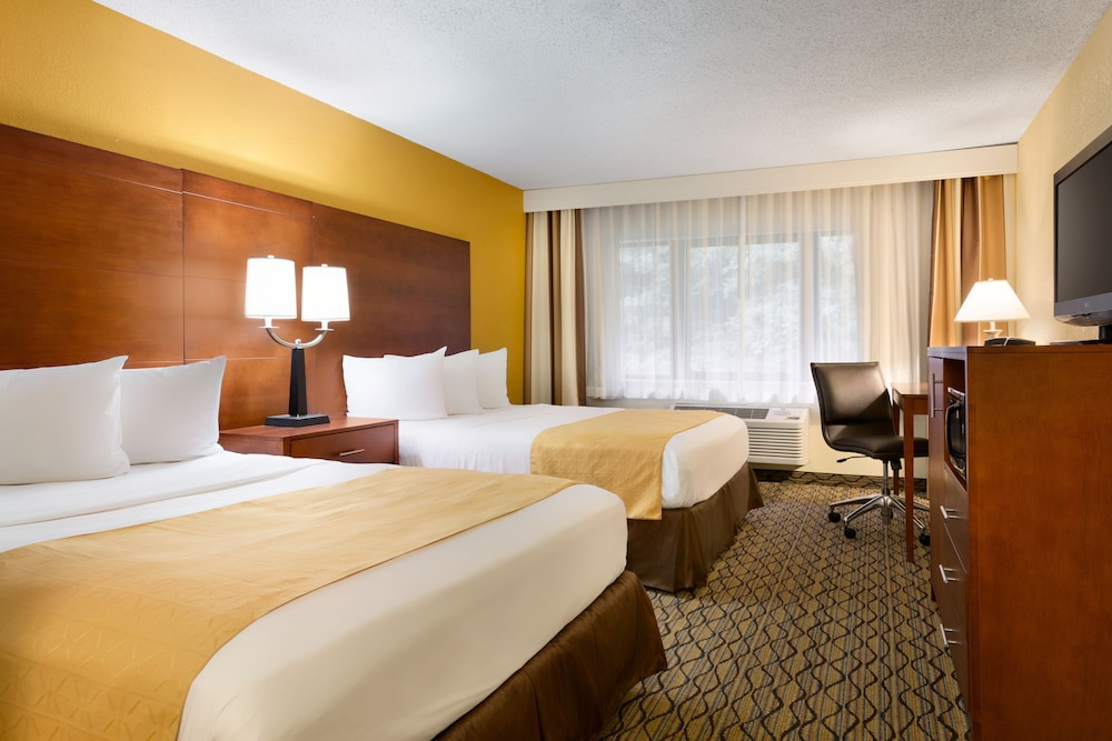 Room, Country Inn & Suites by Radisson, Mishawaka, IN
