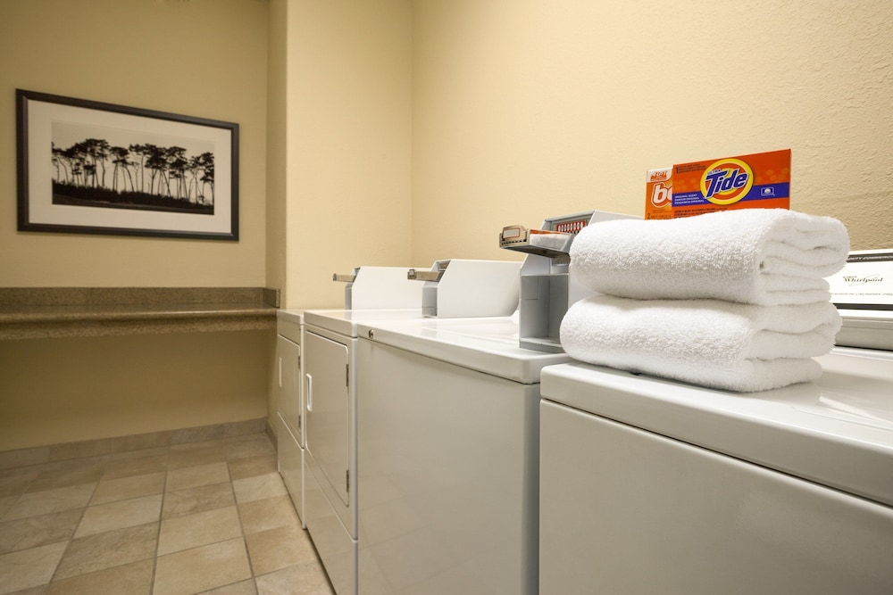Laundry Room, Country Inn & Suites by Radisson, Clinton, IA