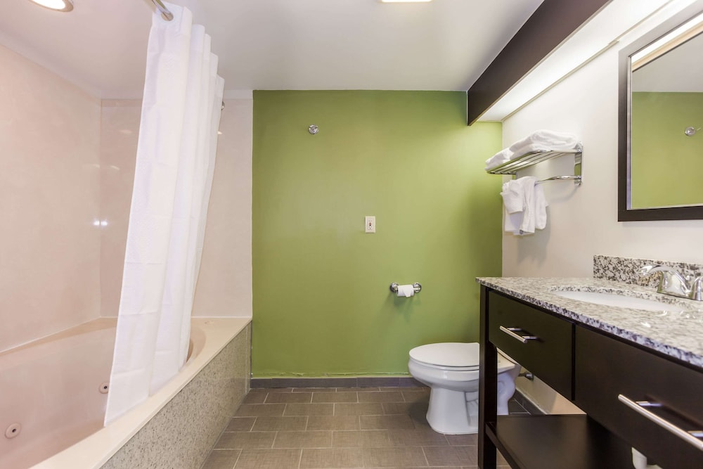 Bathroom, Sleep Inn At Harbour View