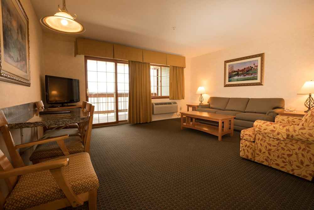 Living Area, Lakeside Lodge And Suites