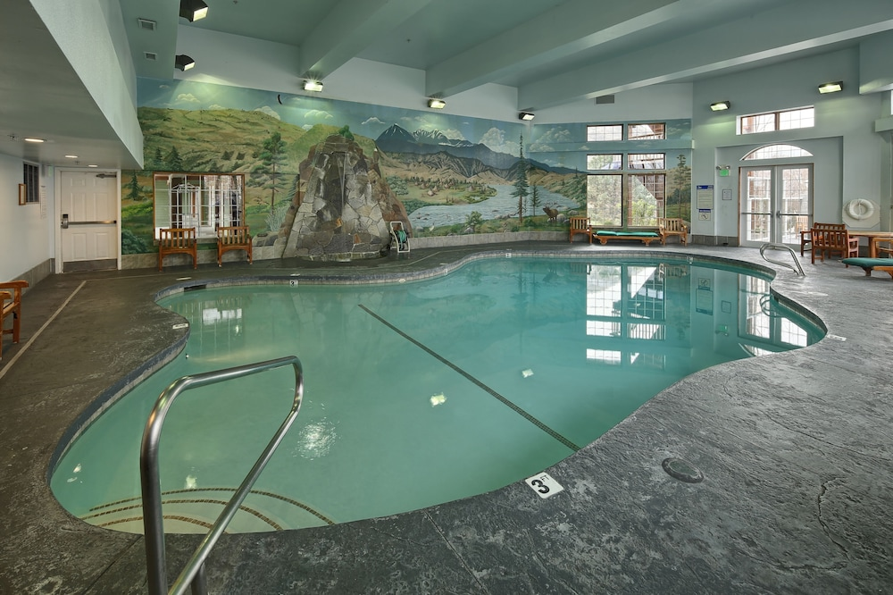 Indoor Pool, Lakeside Lodge And Suites