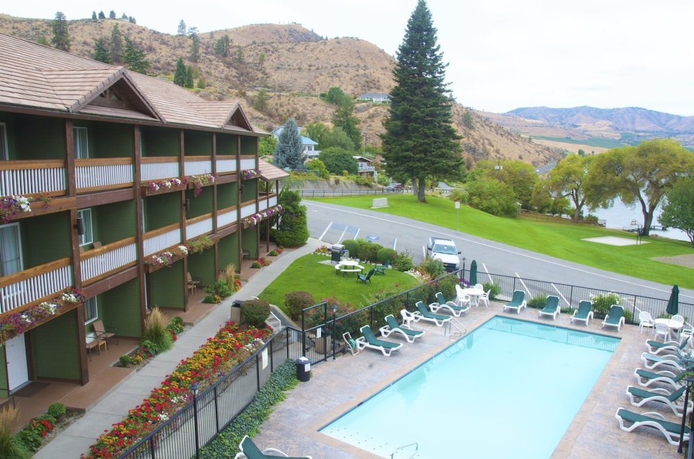 Outdoor Pool, Lakeside Lodge And Suites