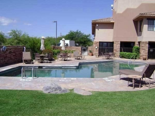 Outdoor Pool, Comfort Inn Benson near Kartchner Caverns