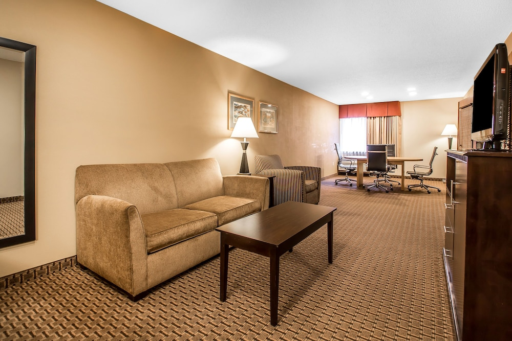 Living Room, Comfort Suites Wisconsin Dells Area