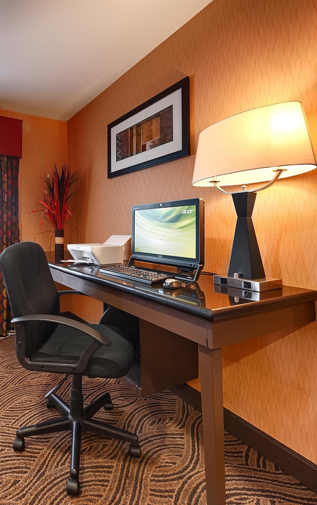 Business Center, Best Western Saluki Inn