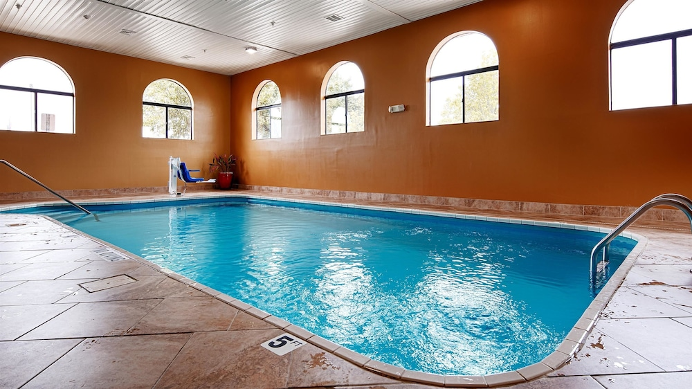 Pool, Best Western Saluki Inn
