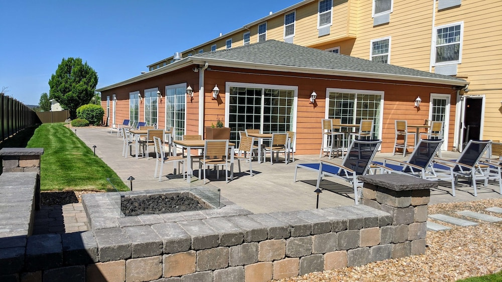 Terrace/Patio, Best Western Plus Bend North