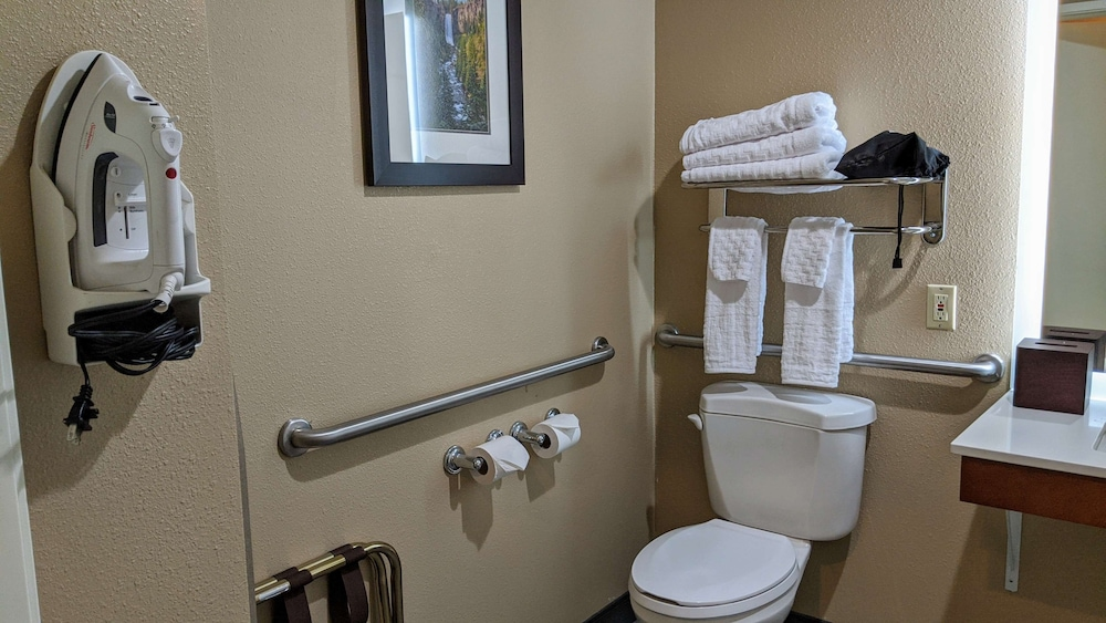 Accessible bathroom, Best Western Plus Bend North