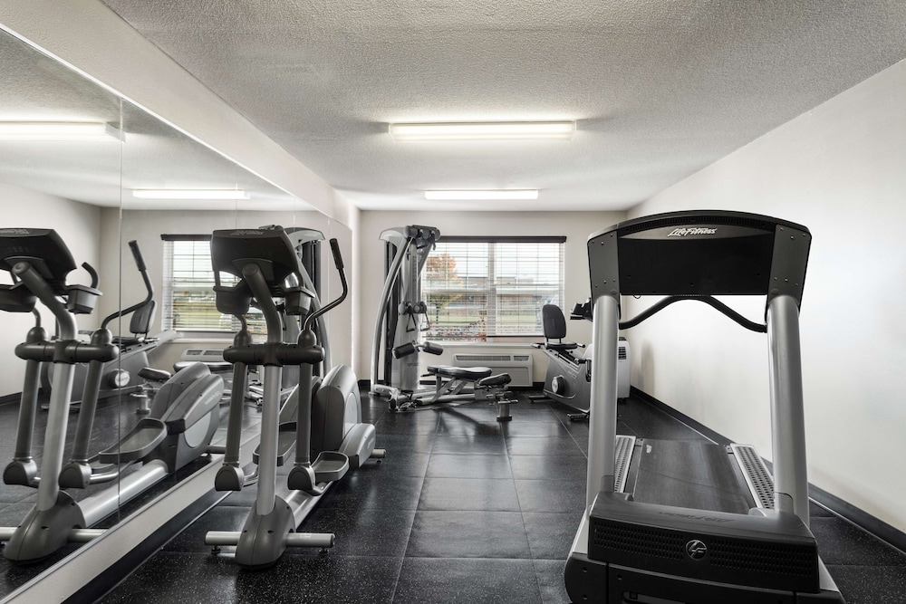 Fitness Facility, Country Inn & Suites by Radisson, Fort Dodge, IA