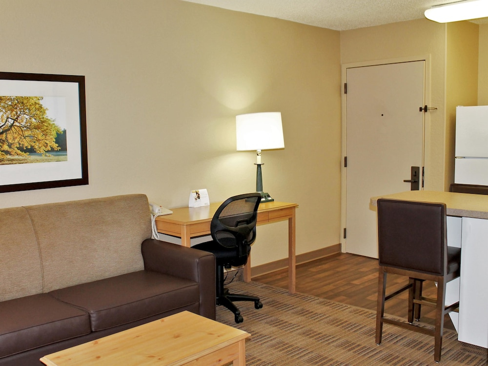 Living Area, Extended Stay America - Cleveland - Airport - North Olmsted