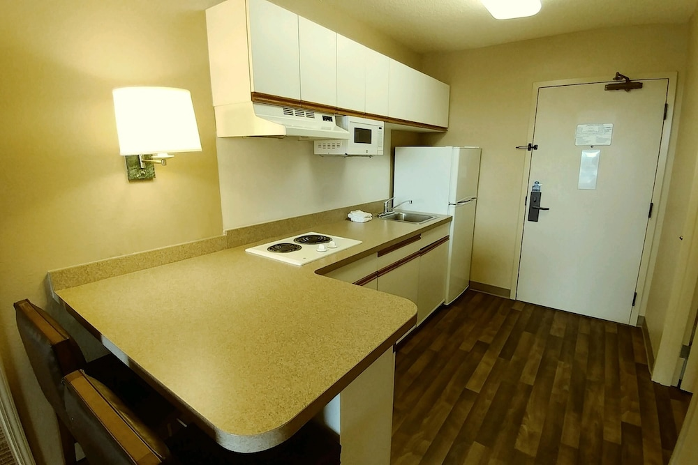 Private Kitchenette, Extended Stay America - Cleveland - Airport - North Olmsted
