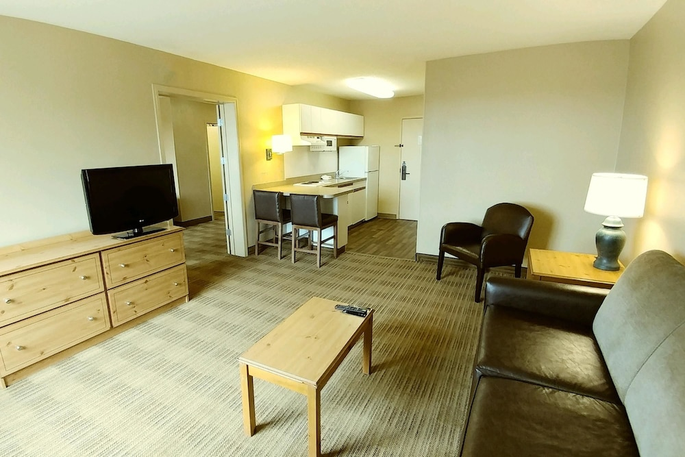 Living Room, Extended Stay America - Cleveland - Airport - North Olmsted
