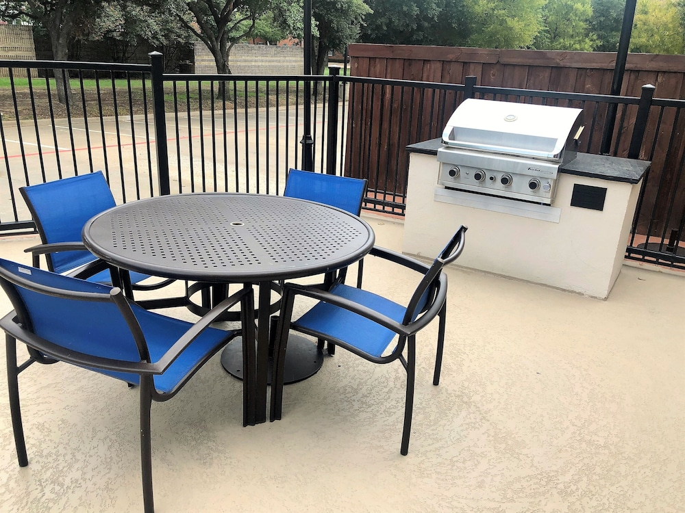 BBQ/Picnic Area, SpringHill Suites Dallas Arlington North