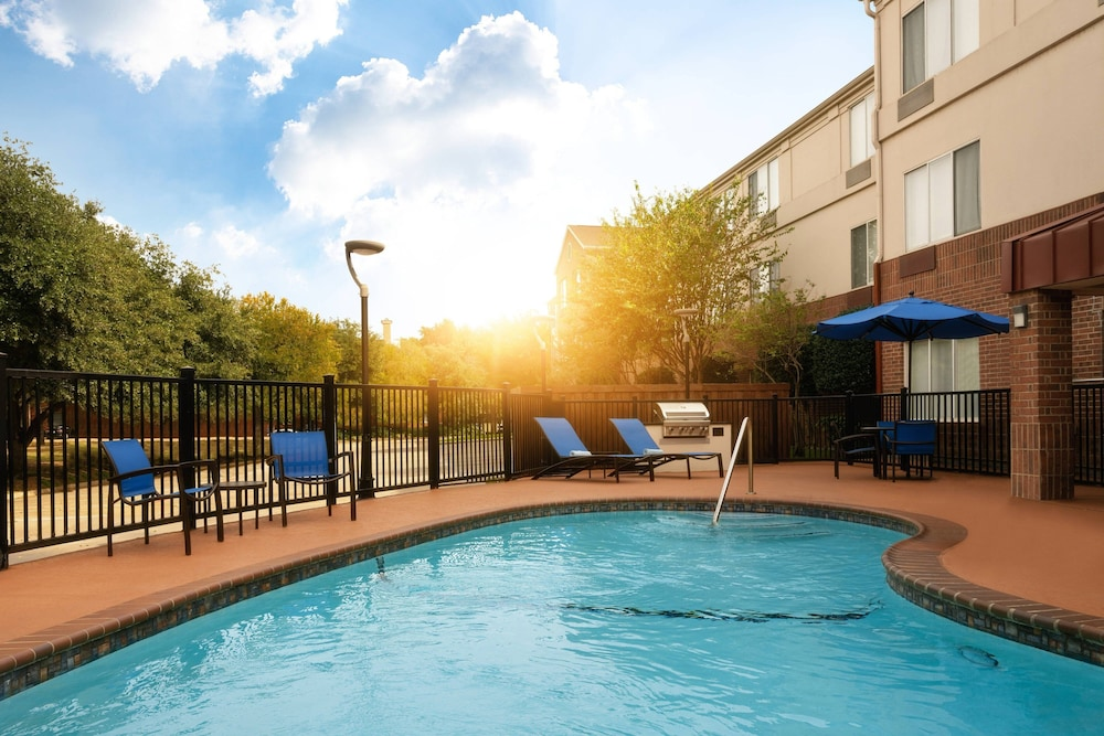 Pool, SpringHill Suites Dallas Arlington North