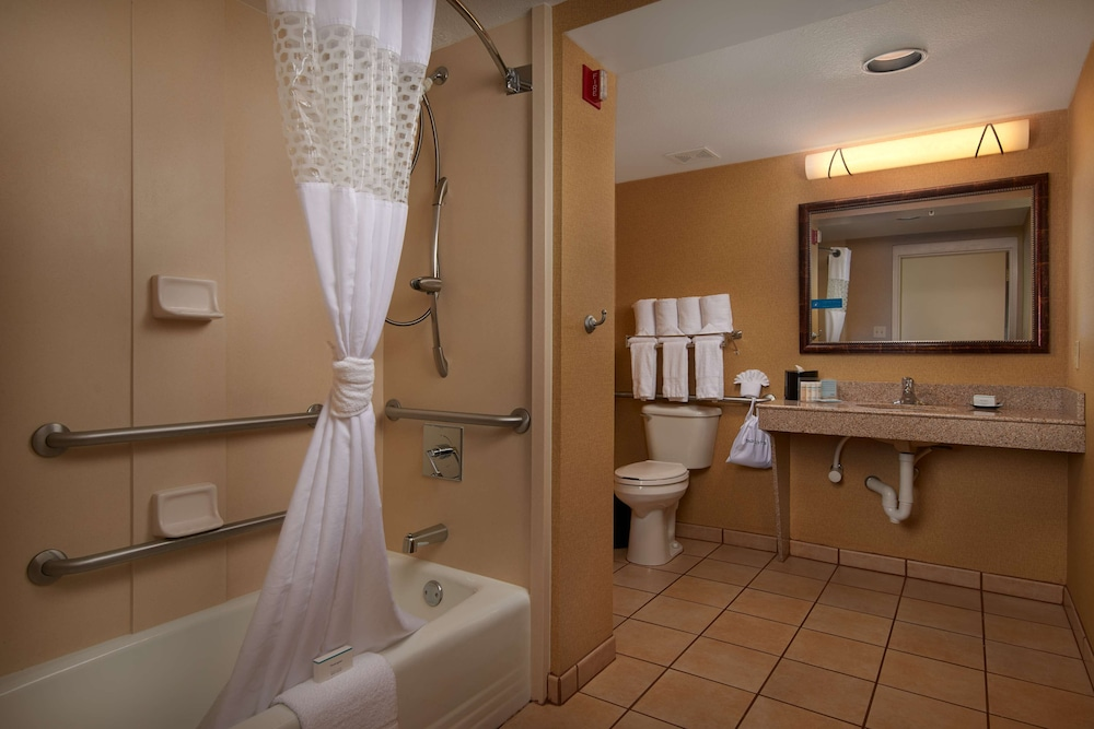 Bathroom, Hampton Inn & Suites Scottsdale