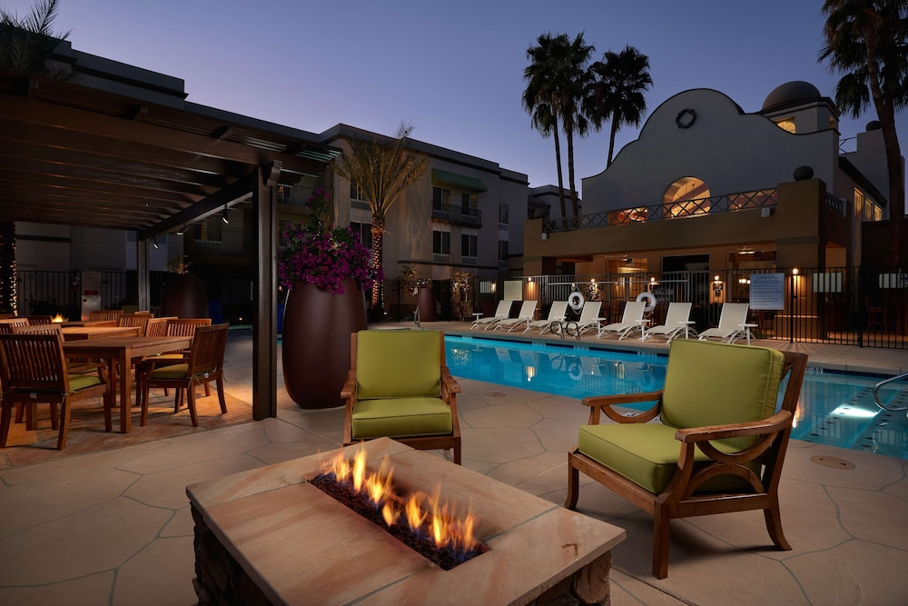 Pool, Hampton Inn & Suites Scottsdale
