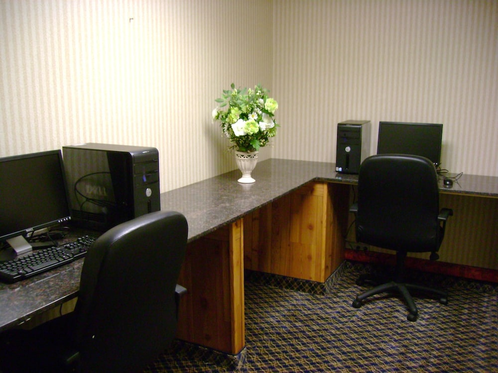 Business Center 11 of 26