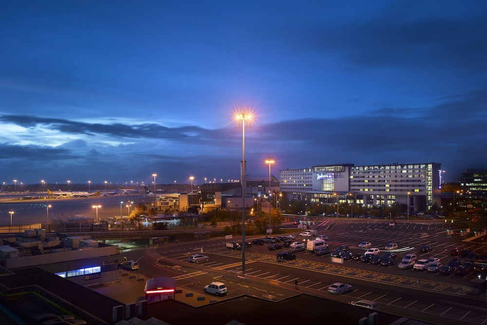 Front of Property - Evening/Night, Radisson Blu Hotel Manchester, Airport