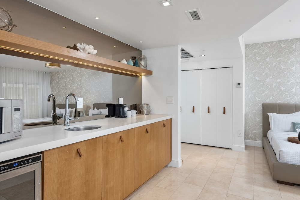Private Kitchenette, Bentley Hotel South Beach
