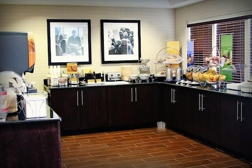 Breakfast Area, Hampton Inn Tampa-Rocky Point