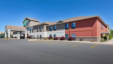 Holiday Inn Express & Suites Three Rivers, an IHG Hotel