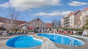 Indoor pool, 7 outdoor pools