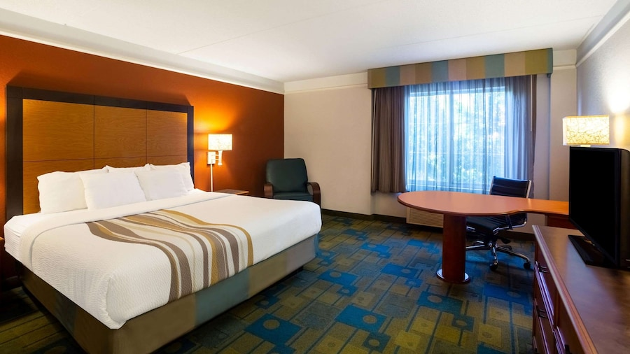 La Quinta Inn & Suites by Wyndham Charlotte Airport South