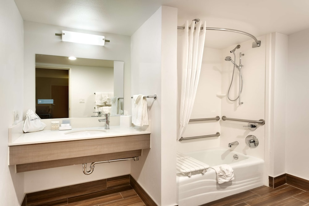 Bathroom, Hampton Inn & Suites Orem