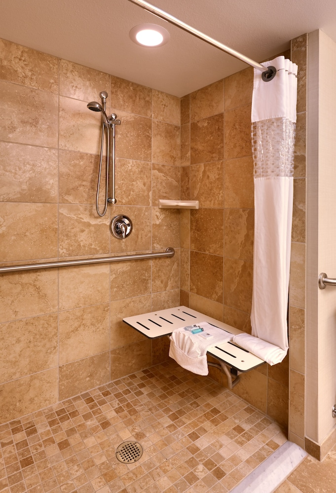 Bathroom Shower, Hampton Inn & Suites Orem