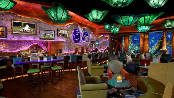 3 bars/lounges