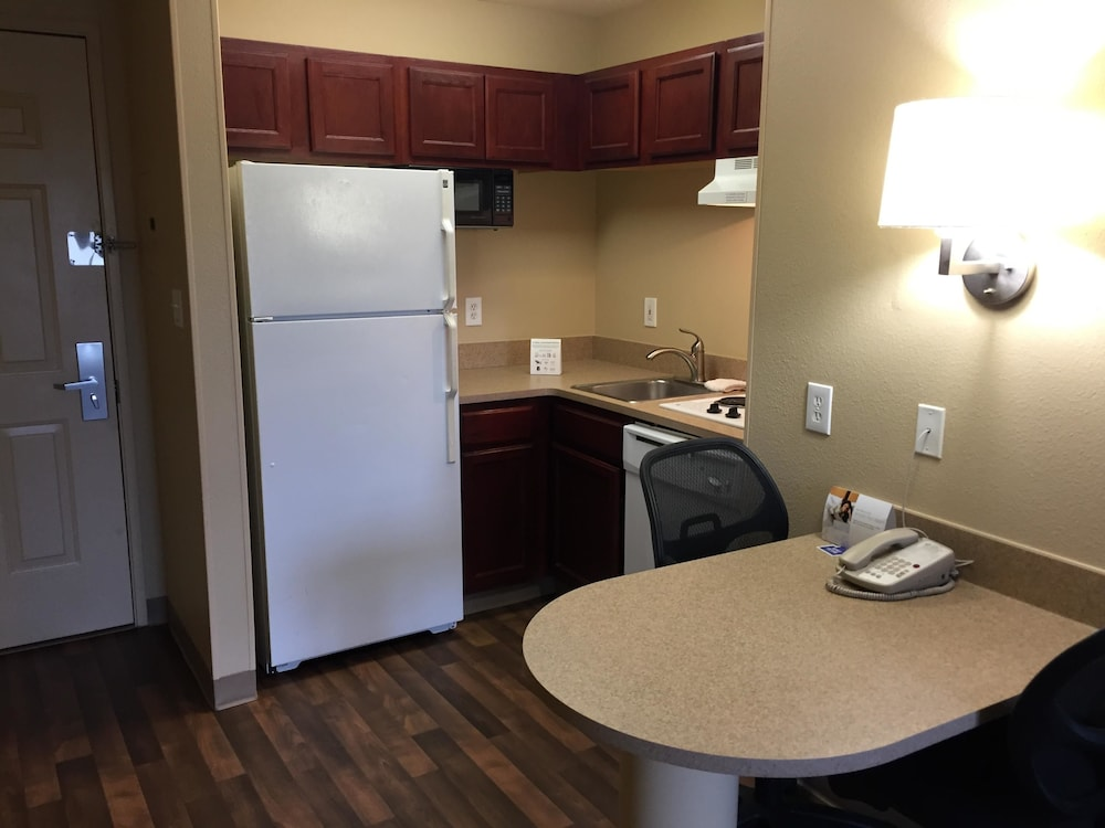 Private Kitchenette, Extended Stay America- Kansas City - Overland Park - Metcalf