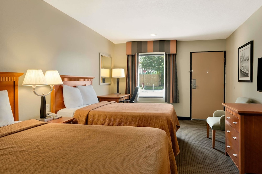 Room, Travelodge Inn & Suites by Wyndham Jacksonville Airport