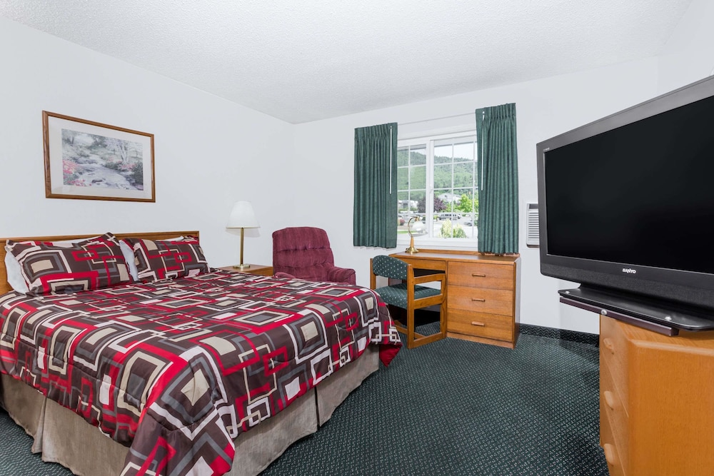 Room, Travelodge by Wyndham Grants Pass