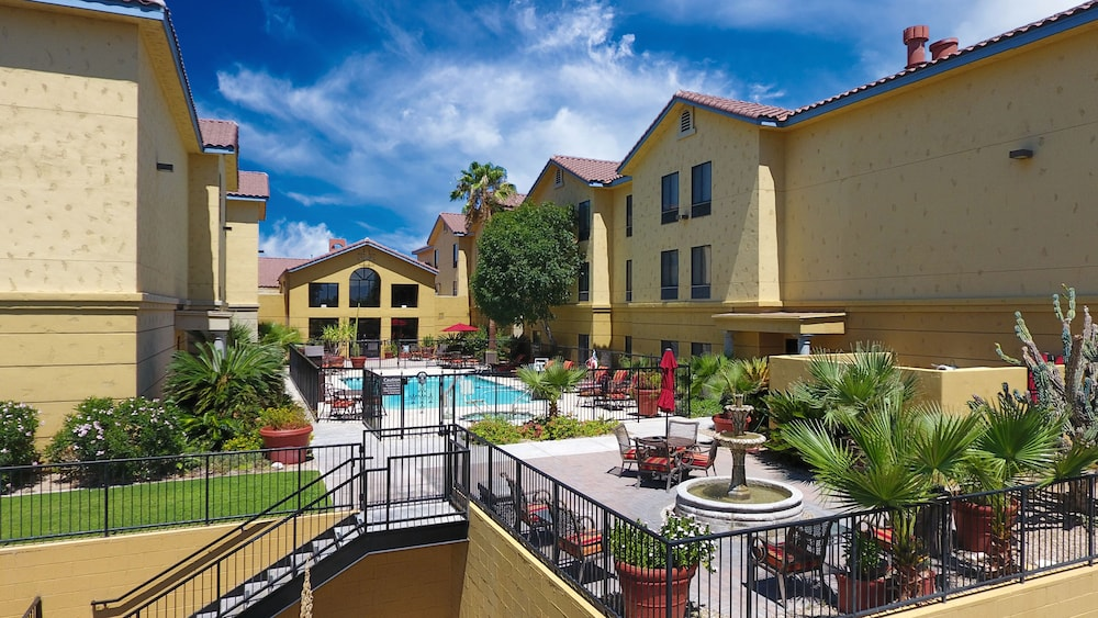 Property Grounds, Hampton Inn & Suites Tucson-Mall