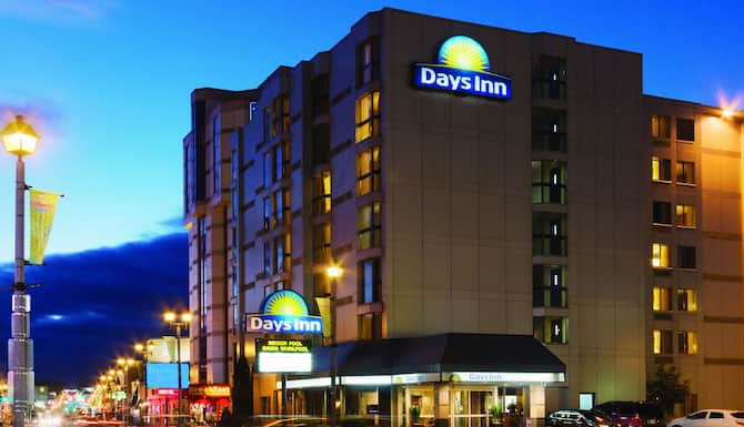 Days Inn By Wyndham Niagara Falls Near The Falls In Niagara