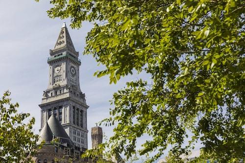 Great Place to stay Marriott Vacation Club Pulse at Custom House, Boston near Boston