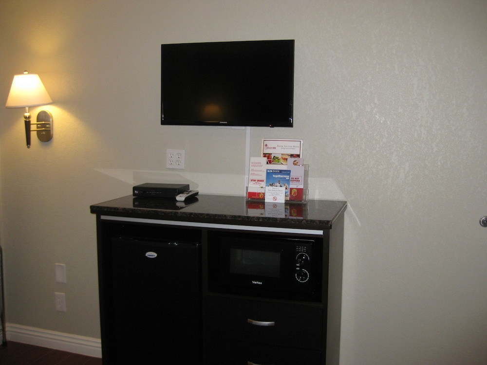 Room Amenity, Super 8 by Wyndham Inglewood/LAX/LA Airport