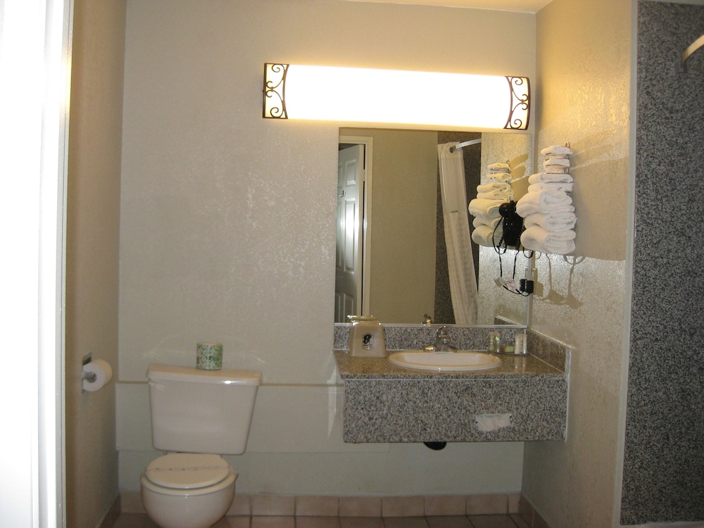 Bathroom, Super 8 by Wyndham Inglewood/LAX/LA Airport